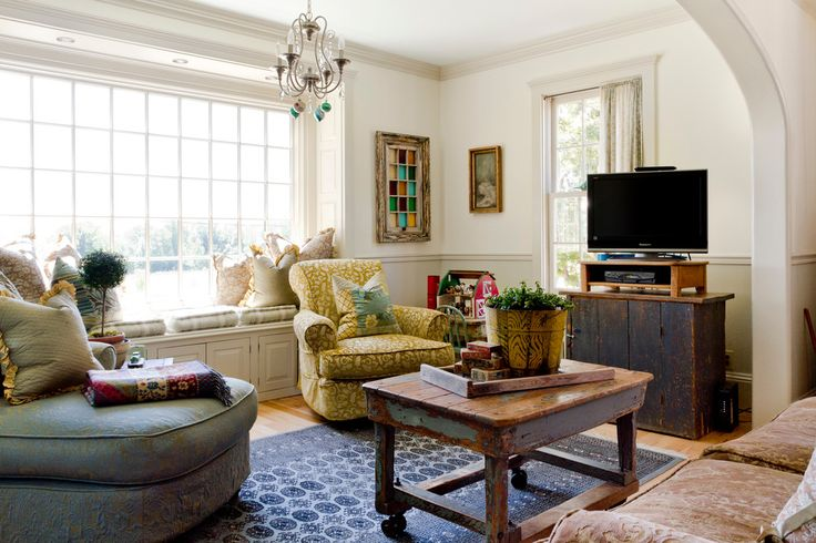 How to Assimilate Your Old Furniture With Your New Home