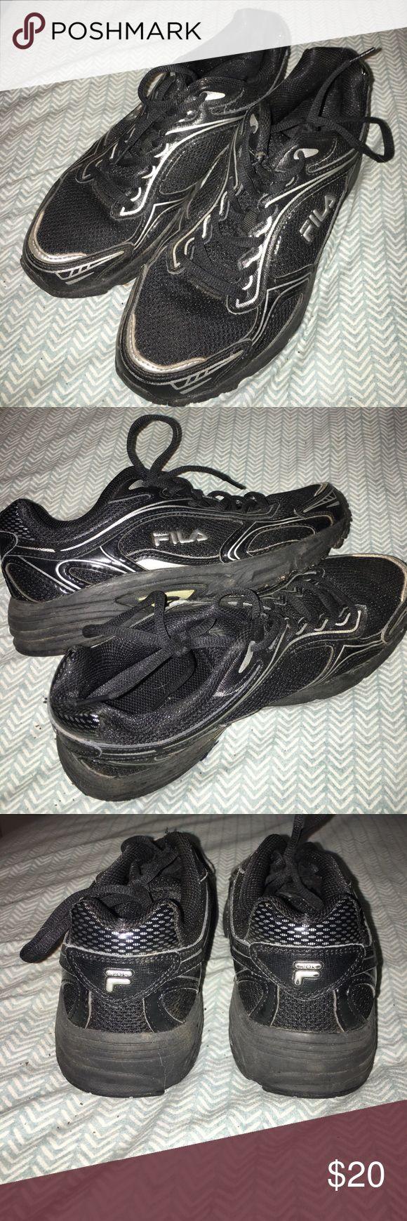 Fila women's sneakers! Black womens Fila running sneakers size 8.5! Fila Shoes Sneakers