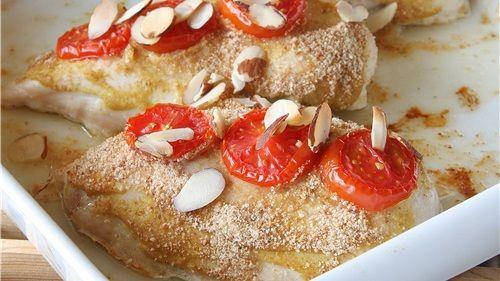 Ovnsbakt kyllingfilet med sennep og tomat servert med potetsalat - MatPrat