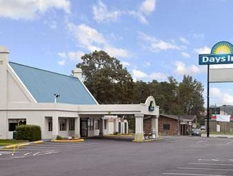 Ruther Glen (VA) Days Inn Carmel Church Kings Dominion United States, North America Set in a prime location of Ruther Glen (VA), Days Inn Carmel Church Kings Dominion puts everything the city has to offer just outside your doorstep. The hotel offers a wide range of amenities and perks to ensure you have a great time. Service-minded staff will welcome and guide you at the Days Inn Carmel Church Kings Dominion. Each guestroom is elegantly furnished and equipped with handy amenit...
