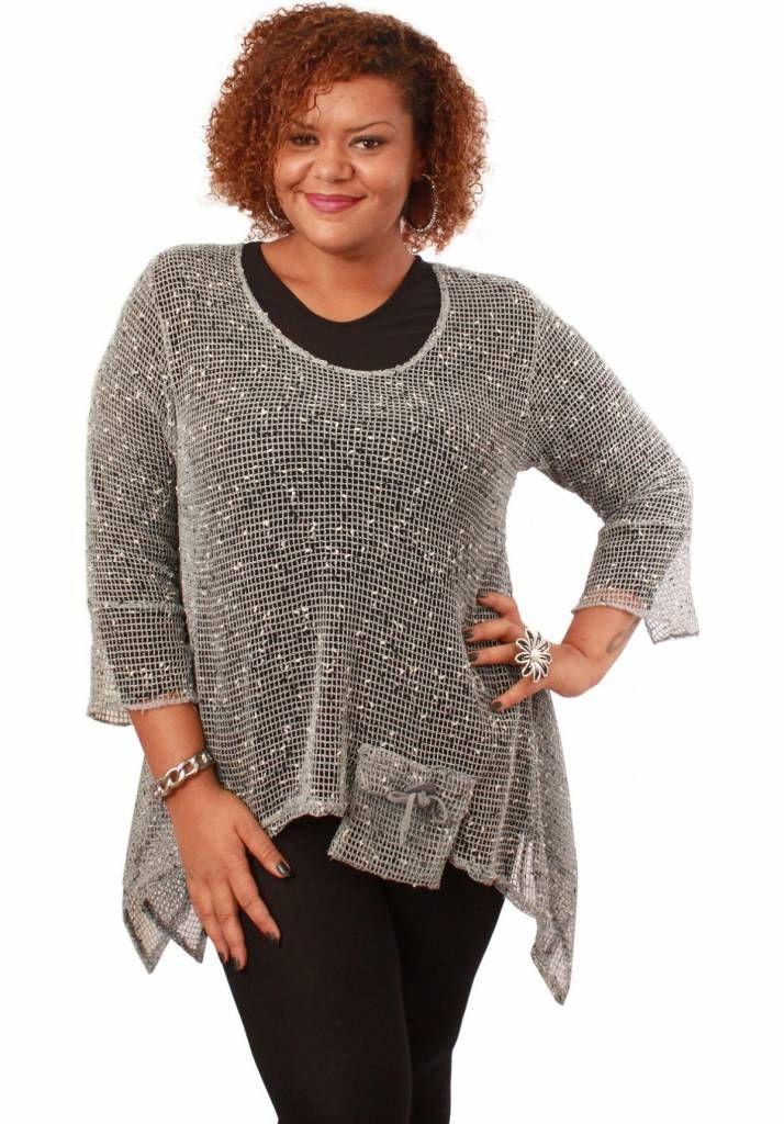 Prachtig tuniek/vest van net stof voor de modebewuste vrouw met een maatje meer.<br /> Onze grote maten leverancier Magna Fashion levert ruime maten zoals 44 46 4...