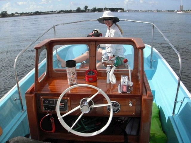 Whalercentral Boston Whaler Boat Information And Photos Personal Page Of Crbenny Boston Whaler Boats Boston Whaler Whalers