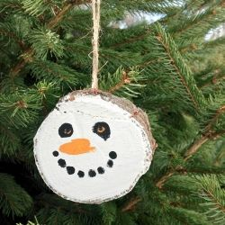 A quick and easy DIY ornament for your tree using a slice of wood from your Christmas tree or a fire log!