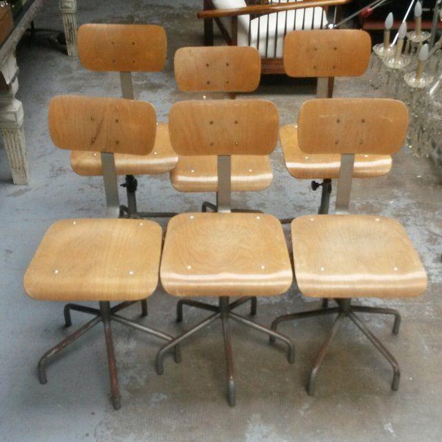 [45€] Sei sedie industriali legno e ferro regolabili in altezza da 45 a 70cm. Prezzo inteso per singola sedia#magazzino76 #viapadova76 #milano #vintage #modernariato #antiquariato #design #industrialdesign #furniture #mobili #modernfurniture #arredo #arredodesign #sedie