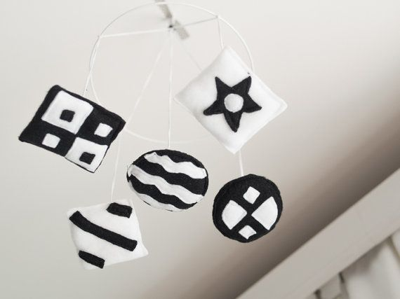 Black & white newborn mobile maxi от lilhandstoys на Etsy