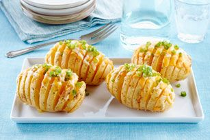 Turn baked potatoes into a showstopper side dish with our Easy Cheesy Potato Fans recipe.  Made with Caesar dressing, shredded cheese and sliced green onions, this potato side is easy and versatile.