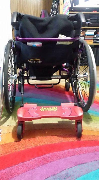 La nada desdeñable idea de patines para carros infantiles también se puede usar para sillas de ruedas y niños más grandes.