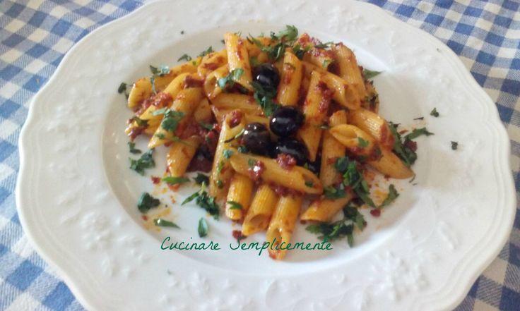 panne piccanti con pesto di pomodori secchi