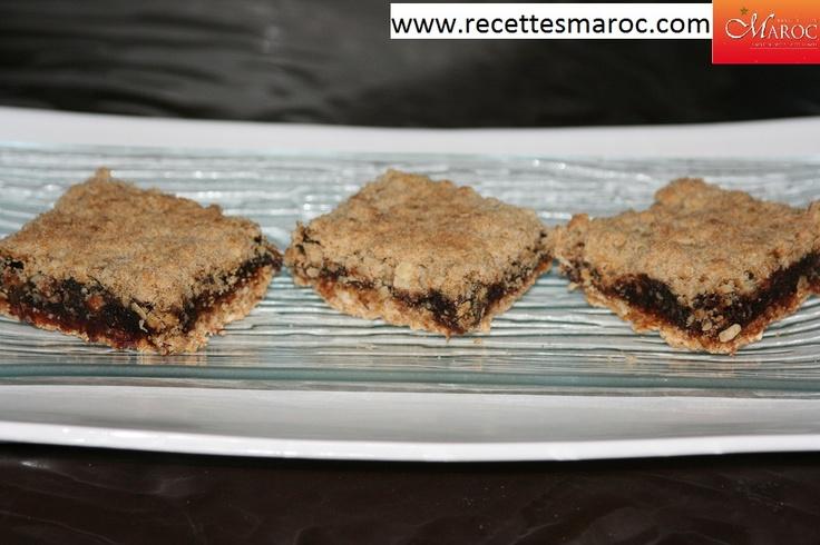 Recette vidéo : Carrés aux dattes http://www.recettesmaroc.com/recettes/desserts/recette-carres-aux-dattes