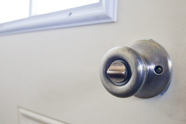 How to Fix a Door Knob Lock That Will Not Turn