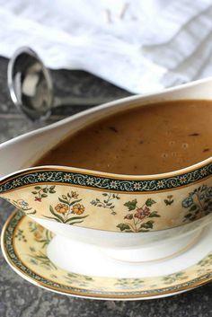 How to Make Turkey Gravy: Recipe & Troubleshooting | cookincanuck.com #Thanksgiving #gravy