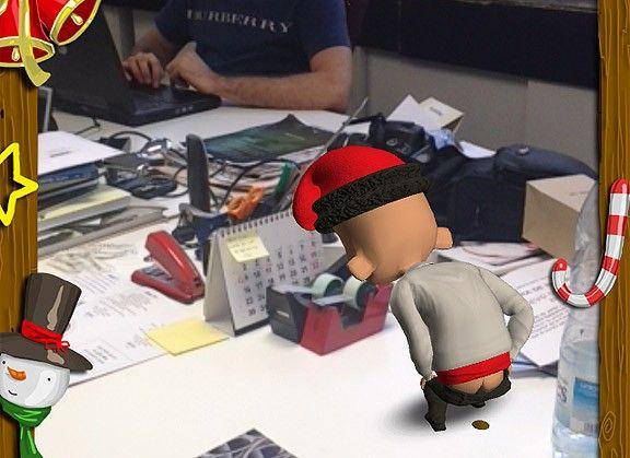El caganer 2.0 que deixa el seu «regalet» a la taula del company de feina