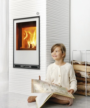 Tulikivi Aalto 2 is a soapstone fireplace with Figure coating. This fireplace can burn either wood or pellet.