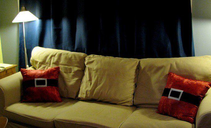 Cojines decorados con cinturón de Santa Claus » http://decoracionnavidad.net/cojines-decorados-cinturon-santa-claus/