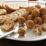 Bolitas de queso crema con crocantes | Virginia Demaria
