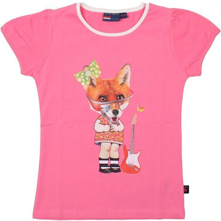 Een vrolijke licht roze T-shirt met korte pofmouw en kleurrijke print. Ronde hals is wit afgebiest. Op het shirt staat afgebeeld een print met vossenhoofd met googleglass op meisjeslijf.  Kleur: licht roze  Materiaal: 95% Katoen, 5% Elasthaan