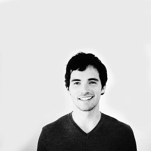 One hot teacher. Ezra Fitz ❤