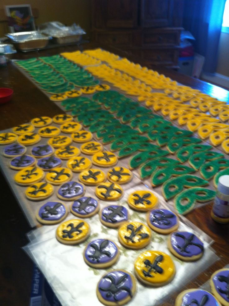 madi gras themed sugar cookies!