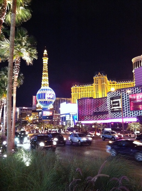 Las Vegas Strip by garybembridge, via Flickr http://www.tipsfortravellers.com/2012/10/las-vegas-usa-tips-for-visitors-and-travellers.html