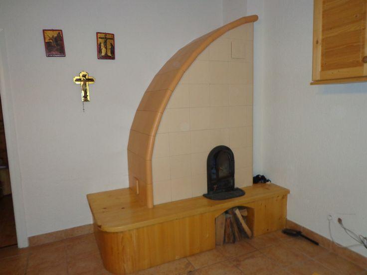 Vitorla alakú modern cserépkályha