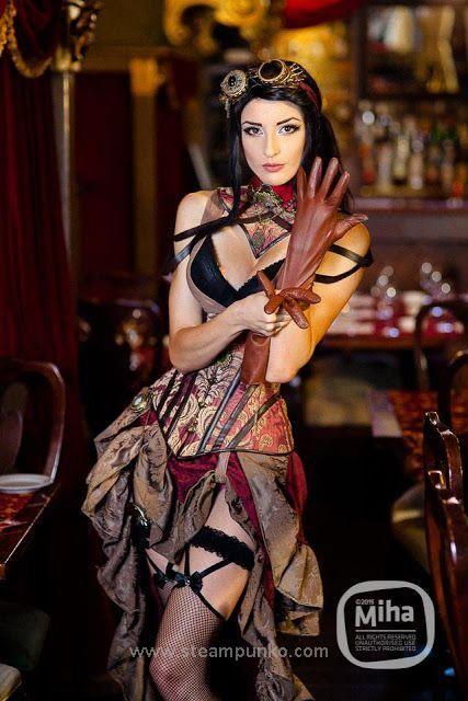 Steampunk Fashion / Woman / Dress / Corset / Jewelry / Hat / Photography  // ♥ More at: https://www.pinterest.com/lDarkWonderland/