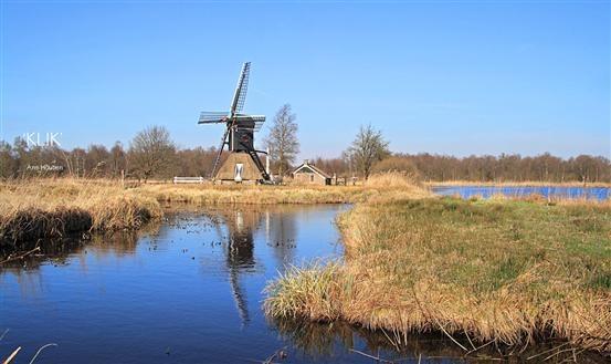 Nationaal Park Weerribben-Wieden nabij #Emmen is het grootste aaneengesloten laagveenmoeras van Noordwest-Europa. Geniet van deze oase van ruimte via bijvoorbeeld een prachtige kanotocht... Kijk voor meer informatie op http://www.weerribben.org