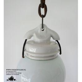 oude industriële hanglamp porseleinen houder aan ketting