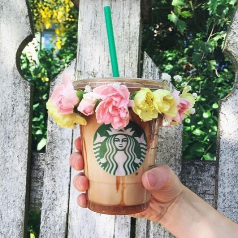Starbucks Coffee with the famous Snapchat flower filter 🌸🌼🌻☕🌸🌻🌼 ready for Coachella 🌞