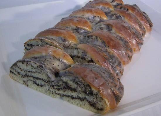 Gefüllter Hefe-Mohnzopf Rezept eingesendet von: Hermann Trey #Mohnzopf #Kuchen #backen