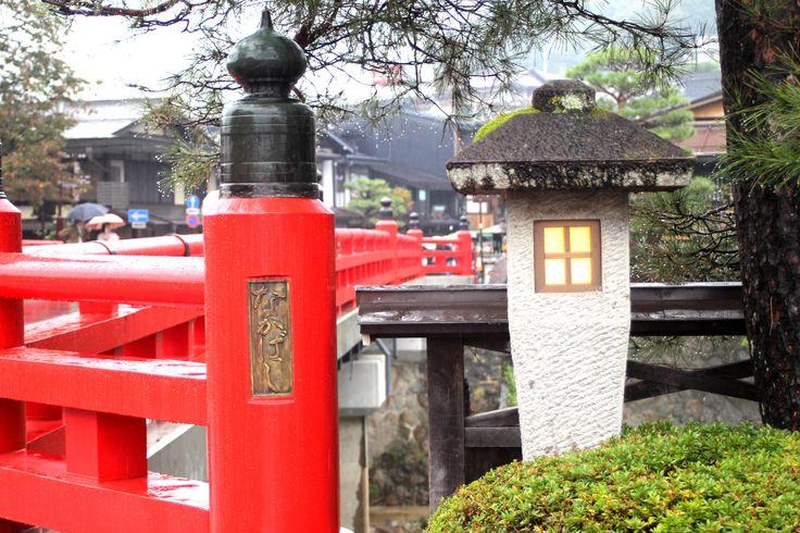 Nakahashi and stone lantern of rain/雨の中橋と石灯籠