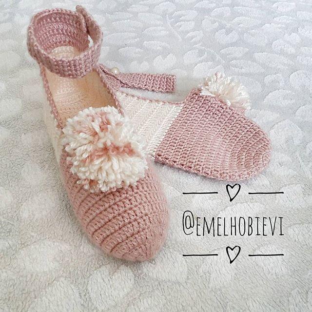Bir perşembe klasiği olan #tbt için eski değil de yeni yaptığım patikle katılayım dedim 😉😄😎 . #patik #slippers #womenslippers #pinetki #evayakkabisi #evbabeti #babetpatik #knitting #crochetslippers #handmade #pembe #pembeseverler #evimguzelevim #englishhome #madamecoco #a101 #bim #sivas #ikea #ceyizhazirligi #gelinlik #amugurimi #nako #orgu #örgü #blanket #instacrochet #popcornstitch  #pinterest