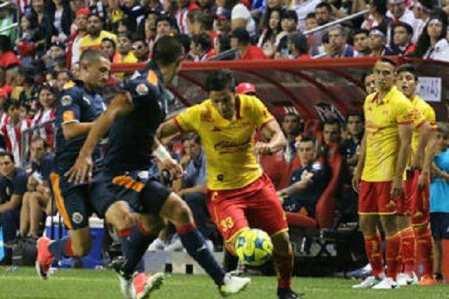 Las Chivas de Guadalajara siguen sin ganar en esta pretemporada y pese a que tuvo la ventaja, se tuvo que conformar con el empate 1-1 frente a Monarcas Morelia, en ...