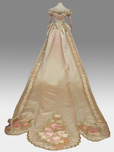 Court gown of a wealthy Chilean lady. Late 1880s.     Via MHNCH