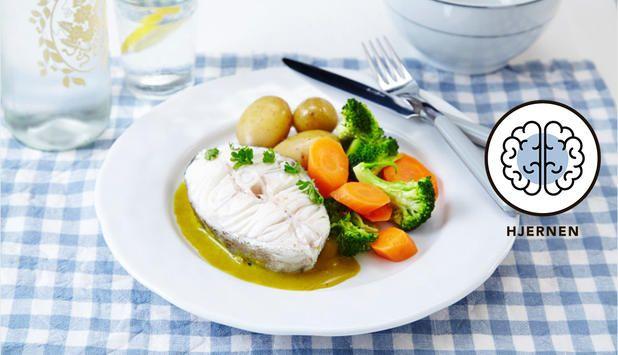 Kokte torskeskiver med hjemmelaget karrisaus er en tradisjonsrett for hele familien. Velg det tilbehøret familien liker eller følg vårt forslag i oppskriften.