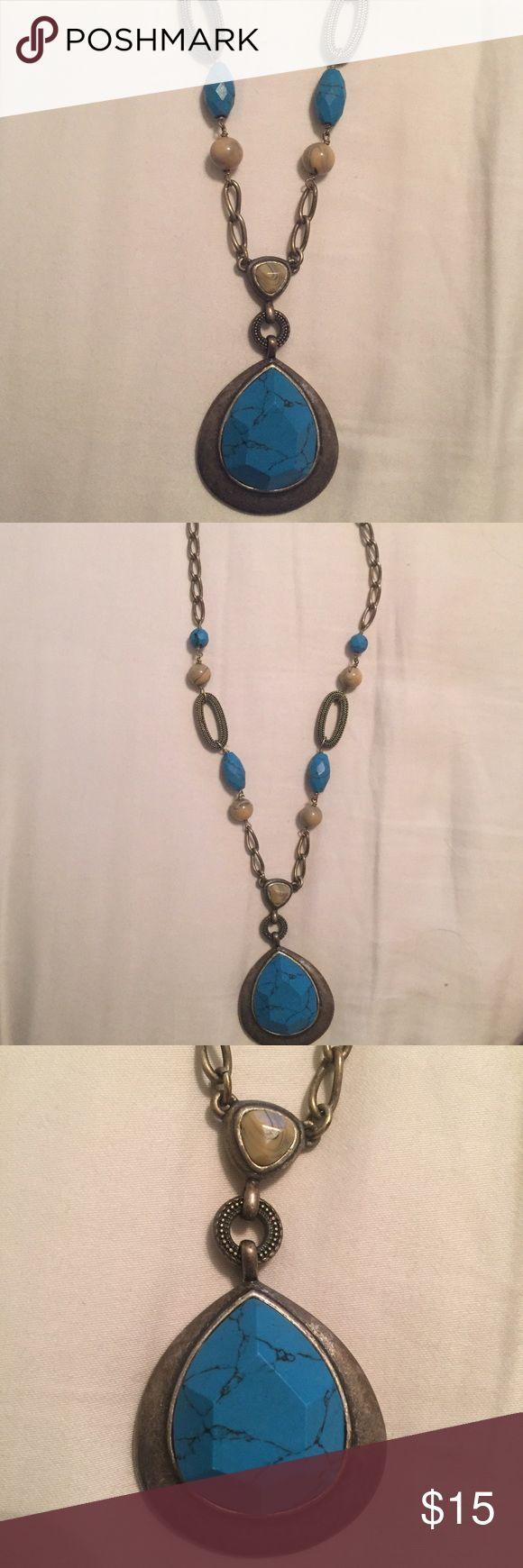 Lia Sophia necklace Great lia Sophia necklace with adjustable chain. Great condition! Lia Sophia Jewelry Necklaces