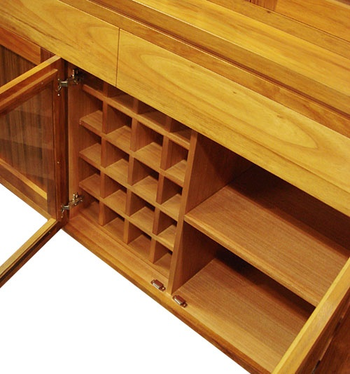 the middle cabinet for wine rack