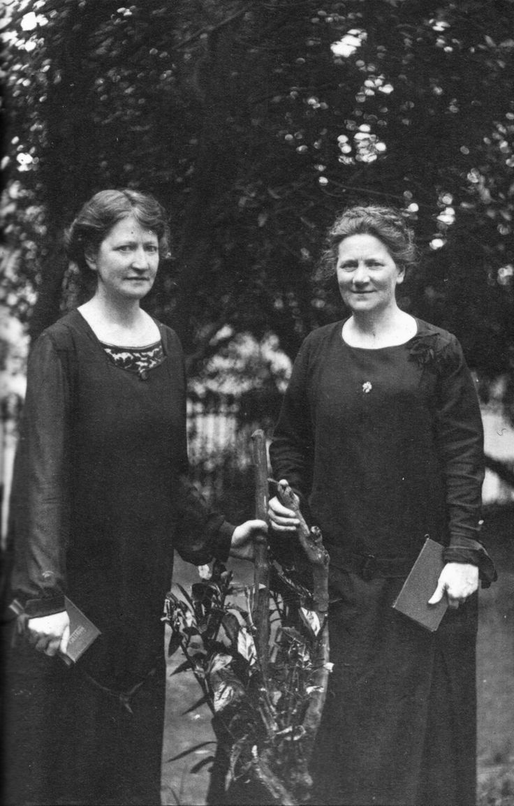 Annie and Mary MacSwiney. (Máire Nic Suibhne) were founder members of Cumann na mBan in Cork in 1914 . Mary was arrested and imprisoned after the Easter Rising. Upon her release from prison, Mary & Annie established Scoil Íte.