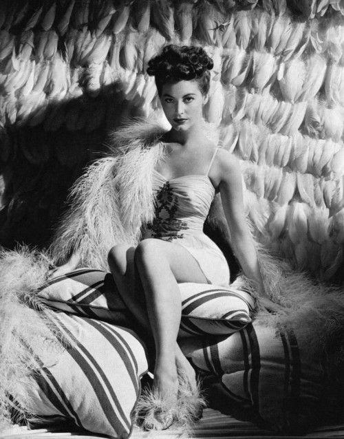 """AVA-эт-Liz: """"Ава Гарднер в рекламе снялись для двух девочек и Sailor, 1944 Эрик Карпентер.  """""""
