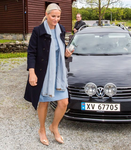 Crown Princess Mette-Marit of Norway attended the opening of the Petter Dass Days 2016 in Alstadhaug on June 16, 2016. Petter Dass is a Lutheran priest and the foremost Norwegian poet of his generation, writing both baroque hymns and topographical poetry.