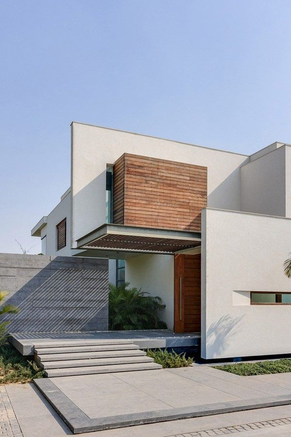 Entrance Walkway, Overhang    Opulence Meets Contemporary Architecture In  New Delhi, India : House