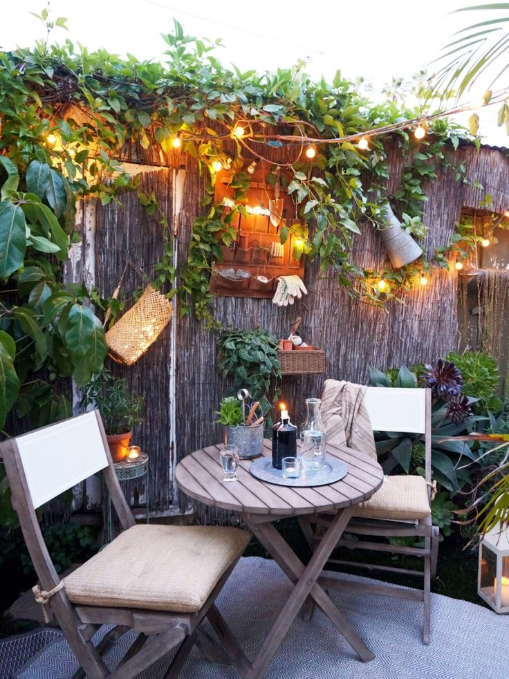 The Tiny Canal Cottage teams up with Pottery Barn for decorating a small outdoor patio! #smallspacebigstyle