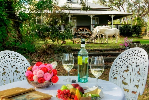 Perfect country style accommodation minutes from Stanthorpe. Choose from traditional B or self contained cottages filled with all of the comforts of home. #Stanthorpe #Queensland #Travel find us at www.diamondvalecottages.com.au