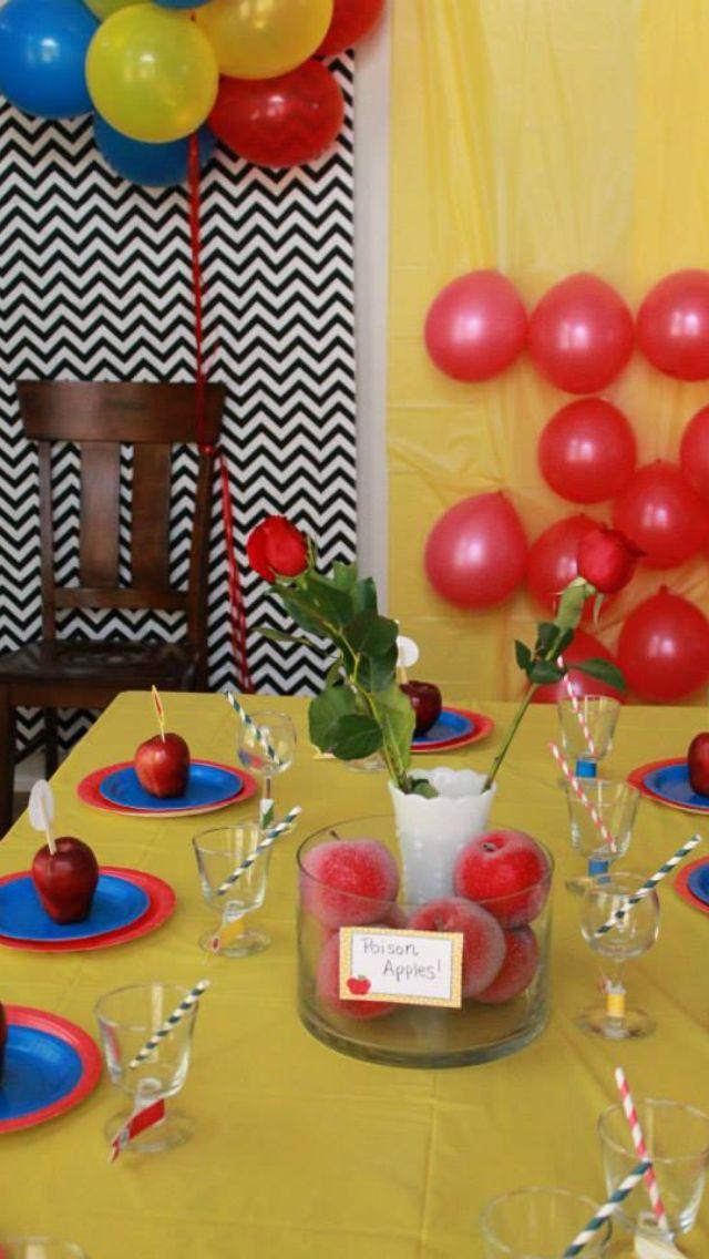Snow White birthday party centerpiece