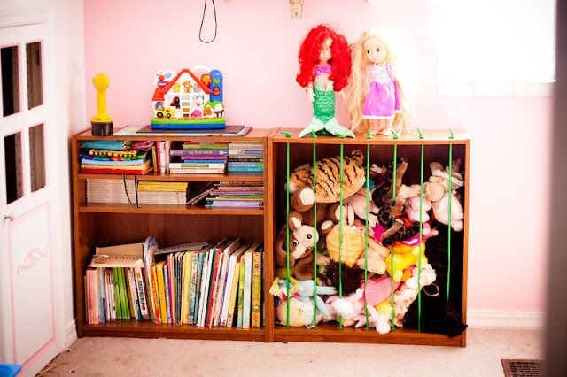 DIY Stuffed Animal Cage.  Great idea.  Great way to keep all those critters in place!