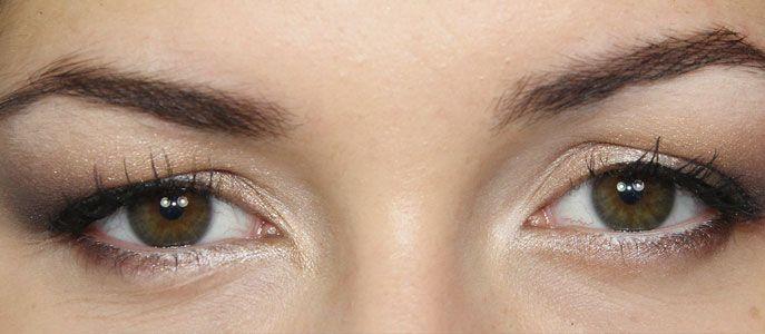Comment réaliser un maquillage pour paupières tombantes. Dans cette astuce beauté découvrez des conseils pour remonter l'oeil et ouvrir le regard.