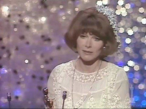 "12/30/14  9:19 Lee Grant  Wins  Sup Actress Oscar for ""Shampoo""  1975   Play Video"