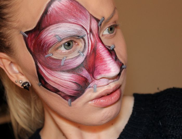 Prafulla.net - Art, Optical Illusion - 'LIP EYE' : Super-Realistic Third Eye Painting On her Lips by Swedish Makeup Artist Sandra Holmbom
