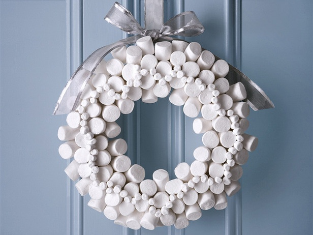 A list of 70 rather unique wreaths... starting with this one made out of marshmallows :)