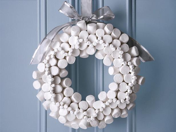 Marshmallow Wreath: Christmas Wreaths, Marshmallows Wreaths, Christmas Decor, Wreaths Ideas, Christmas Ideas, Holidays Wreaths, Winter Wreaths, Crafts, Diy Christmas