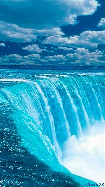 Sou água cristalina que da terra brota.